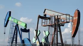 Станки-качалки австрийской компании OMV в Ауэрштале 20 февраля 2014 года. Цены на нефть снижаются после публикации слабых производственных показателей Китая и США - крупнейших в мире потребителей нефти. REUTERS/Heinz-Peter Bader