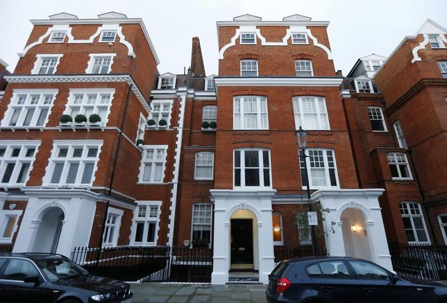 The home of William Broeksmit (C) is seen in south Kensington in west London January 28, 2014. William Broeksmit, a former senior manager at Deutsche Bank with close ties to co-Chief Executive Anshu Jain, has been found dead at his home in London in what appears to have been a suicide. REUTERS/Suzanne Plunkett