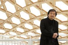 El arquitecto japonés Shigeru Ban en una visita al museo Centre Pompidou-Metz, mayo 10, 2010. El arquitecto japonés Shigeru Ban, conocido por sus diseños modernos y espaciosos y su trabajo humanitario, ganó el Premio Pritzker de Arquitectura, el máximo galardón de la disciplina, anunciaron el lunes los organizadores. REUTERS/Benoit Tessier