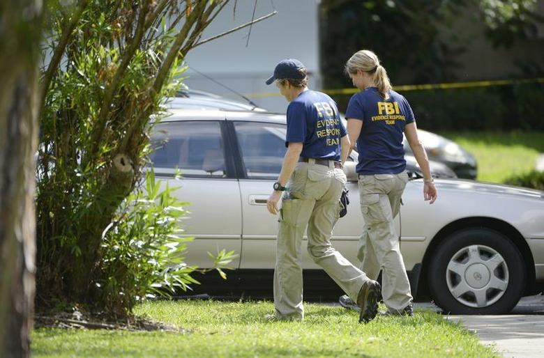 FBI personnel walk through the complex surrounding the apartment, where Ibragim Todashev, 27, was shot and killed by FBI, in Orlando, Florida, May 22, 2013. REUTERS/Phelan M. Ebenhack