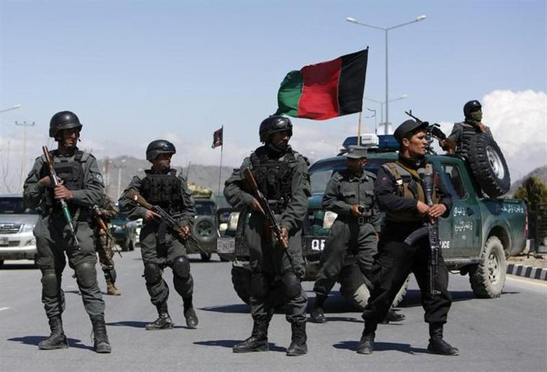 Afghan policemen stand guard near the site of an attack in Kabul March 25, 2014. REUTERS/Mohammad Ismail