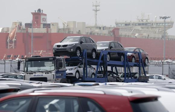 A truck transports cars made by south korea 39 s hyundai for Lee hyundai motor finance