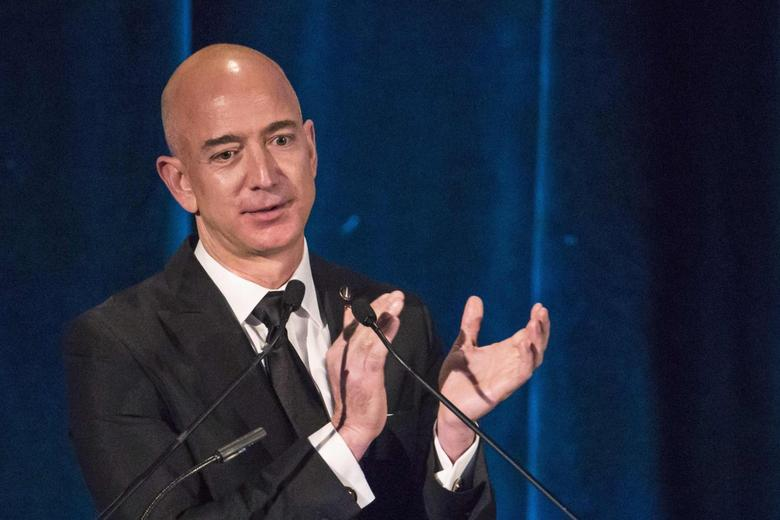 Amazon CEO and Chairman Jeff Bezos receives the Citation of Merit on behalf of the Apollo F-1 Search and Recovery Team at the 110th Explorers Club Annual Dinner at the Waldorf Astoria in New York March 15, 2014. REUTERS/Andrew Kelly