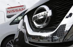 Un vehículo de Nissan Motor en una concesionaria de la firma en Tokio, feb 10 2014. Nissan Motor Co está llamando a revisión a 1.053.479 vehículos a nivel global, en su mayoría en Estados Unidos, para reparar una falla en un software que podría desactivar las bolsas de aire de los pasajeros que viajan en la parte delantera del auto. REUTERS/Toru Hanai