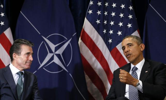 U.S. President Barack Obama (R) meets with NATO Secretary-General Anders Fogh Rasmussen in Brussels March 26, 2014. REUTERS/Kevin Lamarque