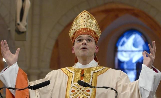 Bishop Franz-Peter Tebartz-van Elst makes his inaugural address during a service of worship in Limburg Cathedral January 20, 2008. REUTERS/Wolfgang Radtke/KNA-Bild