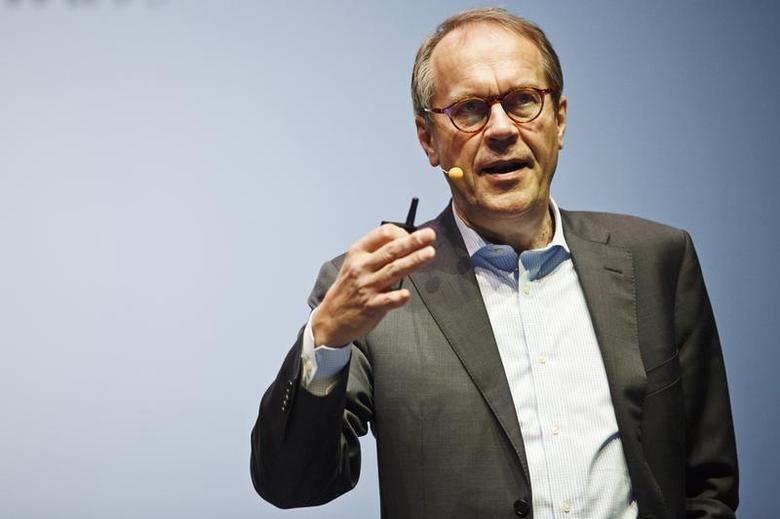Jorma Ollila, chairman of the Board of Royal Dutch Shell, speaks during the ''Slush'' event at Kaapelitehdas in Helsinki, November 13, 2013. REUTERS/Roni Rekomaa/Lehtikuva