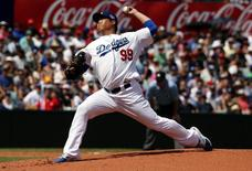 Los Angeles Dodgers pitcher Hyun-Jin Ryu throws a pitch against the Arizona Diamondbacks during the bottom of the second inning in their Major League Baseball game at the Sydney Cricket Ground March 23, 2014. REUTERS/David Gray