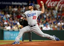 Los Angeles Dodgers pitcher Clayton Kershaw delivers a pitch against the Arizona Diamondbacks during the opening inning of the opening game the 2014 Major League Baseball season at the Sydney Cricket Ground March 22, 2014. REUTERS/David Gray