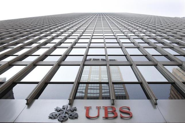The logo for Swiss bank UBS is seen on an office building in New York August 4, 2009. REUTERS/Brendan McDermid