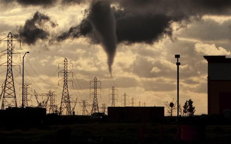A tornado funnel approaches a residential area on the west side of Roseville, California March 26, 2014. REUTERS/Eric Kurth/National Weather Service/Handout via Reuters