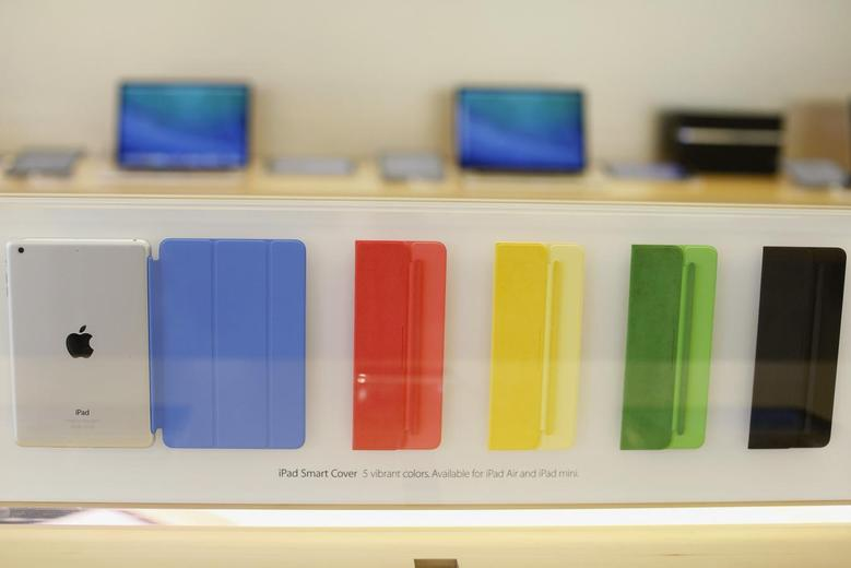 A collection of Apple iPad Smart Covers are seen at the Apple store in San Francisco, California November 1, 2013. REUTERS/Stephen Lam