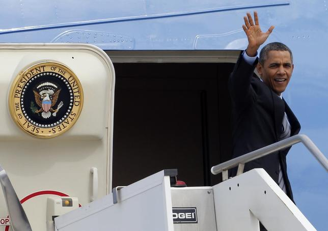 U.S. President Barack Obama waves as he leaves Rome's airport March 28, 2014. REUTERS/Giampiero Sposito