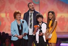 "(L-R) Actors from Nickelodeon's television program ""Sam & Cat,"" Maree Cheatham, Zoran Korach, Cameron Ocasio and Ariana Grande, accept the favorite TV show award at the 27th Annual Kids' Choice Awards in Los Angeles, California March 29, 2014. REUTERS/Mario Anzuoni"