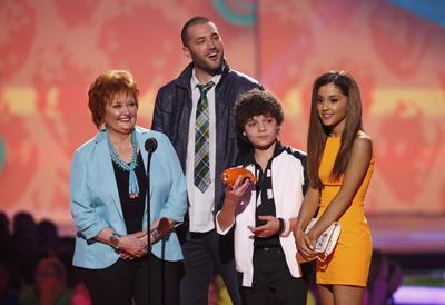 One Direction, Ariana Grande win at Kids' Choice...