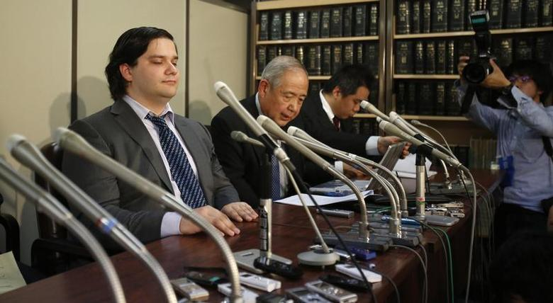 Mark Karpeles (L), chief executive of Mt. Gox, attends a news conference at the Tokyo District Court in Tokyo February 28, 2014. REUTERS/Yuya Shino/Files