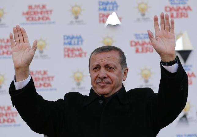 Turkish Prime Minister Tayyip Erdogan greets his supporters during an election rally of his ruling AK Party in Istanbul March 29, 2014. REUTERS/Murad Sezer