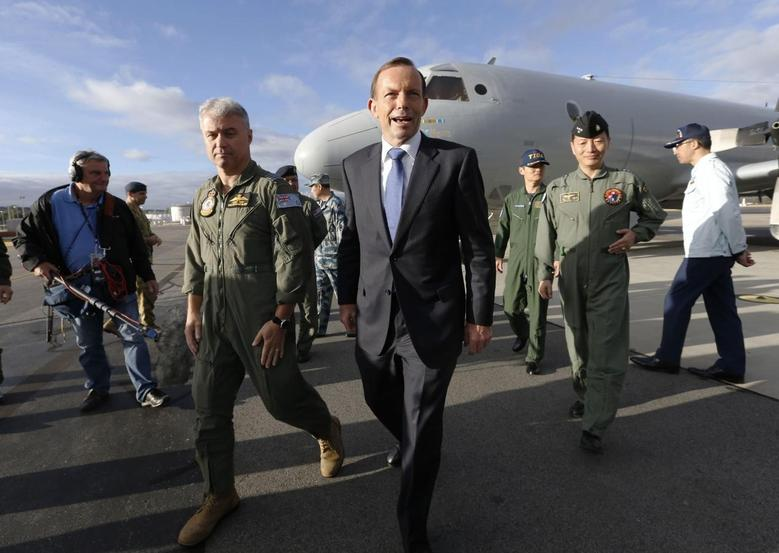 Australia's Prime Minister Tony Abbott is guided around a Royal Australian Air Force AP-3C Orion aircraft by Australia's Air Force Group Commander Craig Heap (2nd L) during Abbott's visit to RAAF Base Pearce near Perth March 31, 2014. REUTERS/Jason Reed
