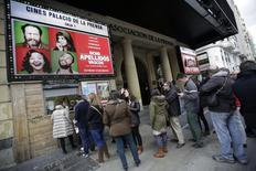 "People stand in line to buy tickets for the film ""8 Apellidos Vascos"" (8 Basque Surnames) at a cinema in central Madrid March 30, 2014. REUTERS/Andrea Comas"