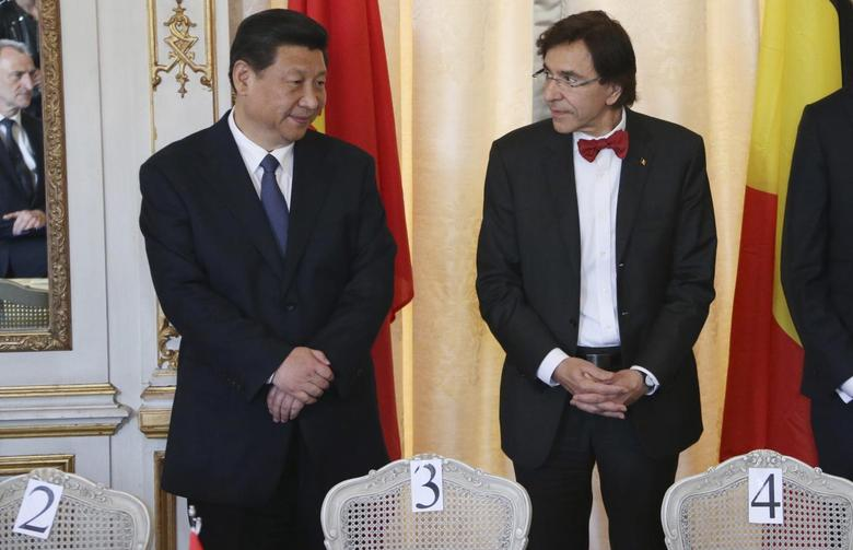 China's President Xi Jinping and Belgium's Prime Minister Elio Di Rupo (R) attend a signing ceremony of bilateral agreements at the Egmont Palace in Brussels March 31, 2014. REUTERS/Francois Lenoir