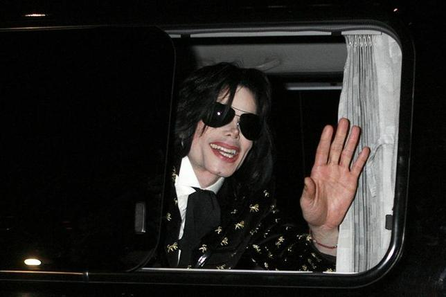 U.S. pop star Michael Jackson waves to fans as he leaves after the ''Premium VIP Party with Michael Jackson'' in Tokyo in this March 8, 2007 file photo. REUTERS/Kiyoshi Ota/Files