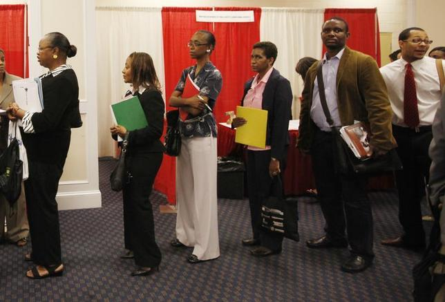 Attendees line up for an interview with a prospective employer at a job fair in Washington, August 6, 2009. REUTERS/Jason Reed