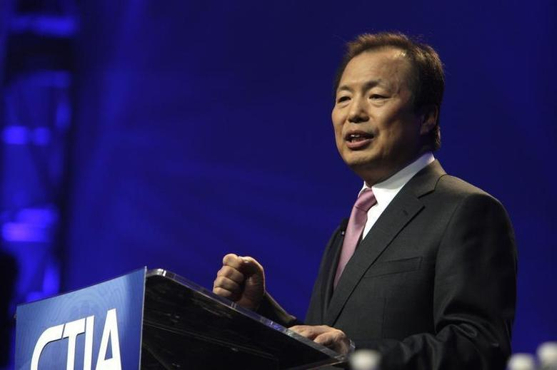 J.K. Shin, president of Mobile Communications Business for Samsung Electronics, gives a keynote address during the International CTIA Wireless trade show in Las Vegas, Nevada March 23, 2010. REUTERS/Steve Marcus