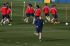Paris St Germain coach Laurent Blanc (C) leads a training session at the Camp des Loges training center in Saint-Germain-en-Laye, near Paris March 11, 2014. REUTERS/Gonzalo Fuentes