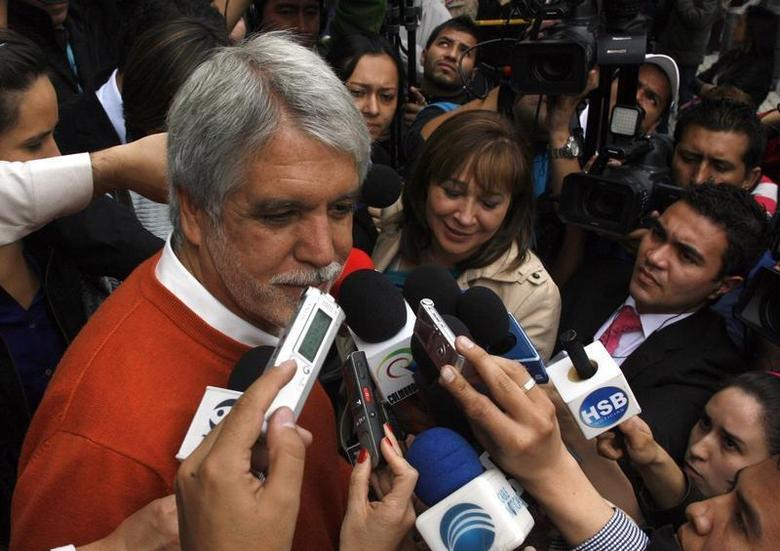 Green Party candidate for mayor of Bogota, Enrique Penalosa, speaks to the media at a school in Bogota, October 30, 2011. REUTERS/Fredy Builes