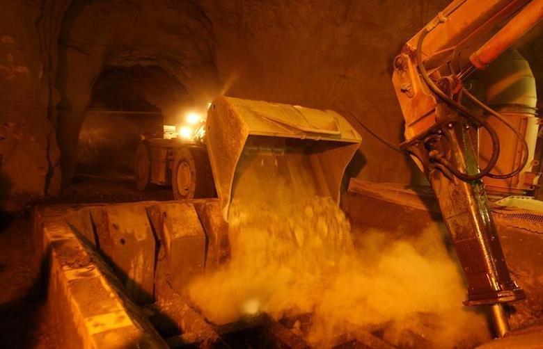 A truck unloads ore in an underground diamond mine in Cullinan, outside Pretoria, January 22,2009. REUTERS/Siphiwe Sibeko