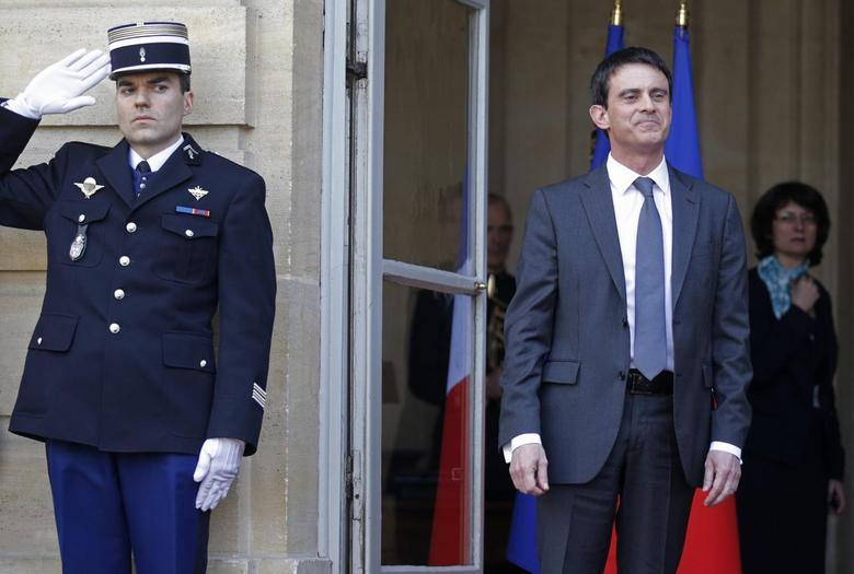 France's newly-named Prime Minister Manuel Valls poses on the steps at the end of the official handover ceremony at Hotel Matignon, the French prime minister's official residence, in Paris April 1, 2014. REUTERS/Christian Hartmann
