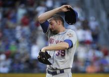 New York Mets pitcher Bobby Parnell regroups after allowing the Atlanta Braves to go ahead on an RBI single by Jason Heyward in the ninth inning of their MLB National League baseball game at Turner Field in Atlanta, Georgia July 14, 2012. REUTERS/John Amis
