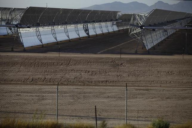 Solar collectors stand at the Solana Generating Station in Gila Bend, Arizona May 14, 2013. REUTERS/Joshua Lott