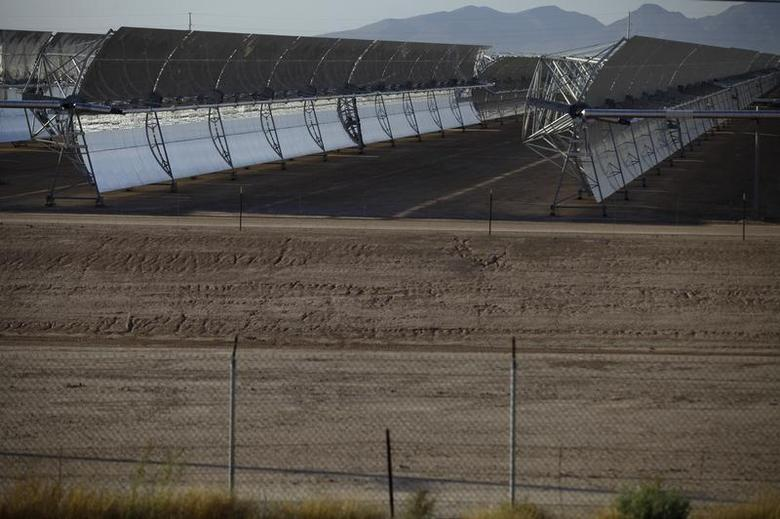 Solar collectors stand at the Solana Generating Station in Gila Bend, Arizona May 14, 2013. REUTERS/Joshua Lott