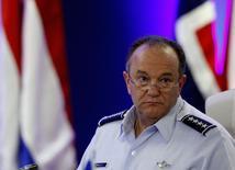 Верховный главнокомандующий силами НАТО в Европе генерал Филип Бридлав на конференции в Будапеште 14 сентября 2013 года. Россия на границе с Украиной располагает всеми ресурсами, необходимыми для того, чтобы достичь целей за 3-5 дней в случае, если Москва решится на вторжение, сказал генерал Филип Бридлав. REUTERS/Bernadett Szabo