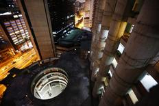"A view of the lobby from the top of the ""Tower of David"" skyscraper in Caracas February 3, 2014. REUTERS/Jorge Silva"