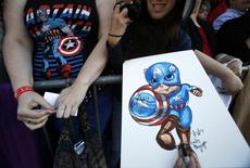 "Fans wait at the premiere of ""Captain America: The Winter Soldier"" at El Capitan theatre in Hollywood, California March 13, 2014. REUTERS/Mario Anzuoni"