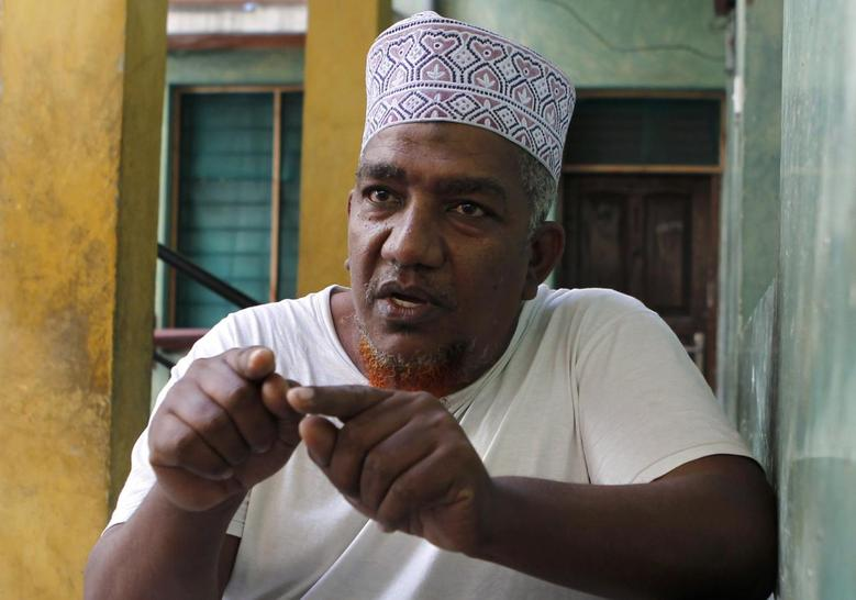 Muslim cleric Abubakar Shariff speaks during an interview in Kenya's coastal city of Mombasa in this October 5, 2013 file photograph. REUTERS/Thomas Mukoya/Files