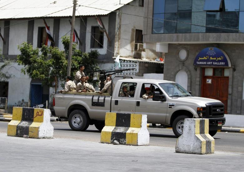 A military vehicle carrying soldiers rushes to the fourth military region after an attack in the southern city of Aden April 2, 2014. REUTERS/ Mohamed al-Sayaghi