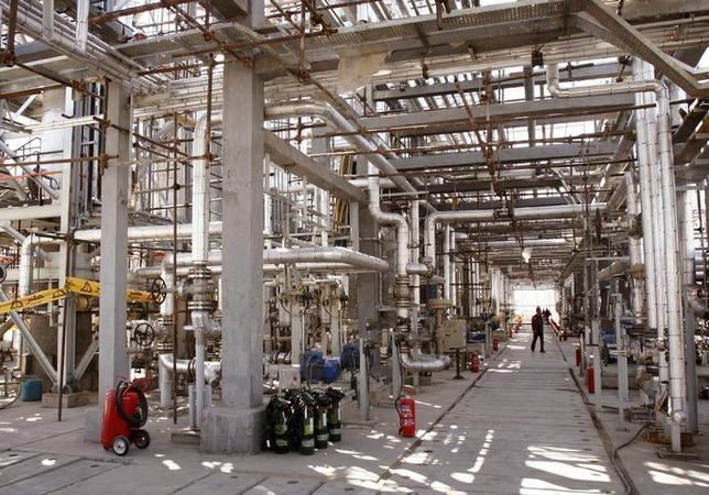 A view of Arak heavy water production facility in Central Iran 360 km (223 miles) south west of Tehran October 27, 2004. REUTERS/Fars News