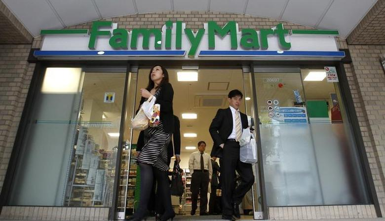 People walk out from a FamilyMart convenience store in Tokyo November 25, 2010. REUTERS/Yuriko Nakao