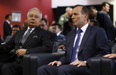 Malaysia PM visits search base for missing jet; sub...