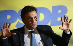 O pré-candidato do PSDB à Presidência da República, Aécio Neves, concede entrevista coletiva em Brasília, em dezembro do ano passado. 18/12/2013 REUTERS/Ueslei Marcelino