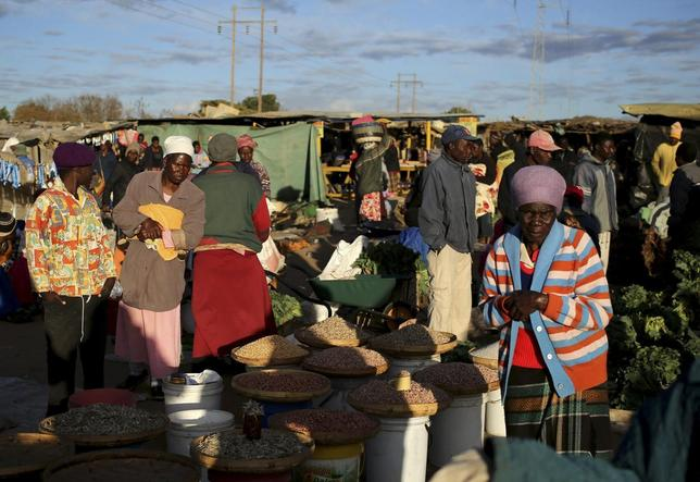 People gather at Jambanja market, south of Harare August 2, 2013. REUTERS/Siphiwe Sibeko