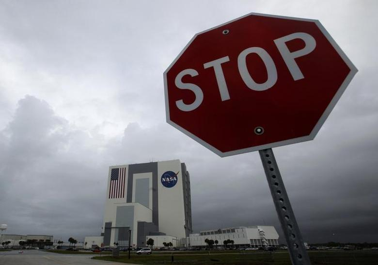 The NASA Vehicle Assembly Building is shown under overcast skies after mission managers scrubbed two landing attempts for the space shuttle Atlantis at the Kennedy Space Center in Cape Canaveral, Florida May 22, 2009. REUTERS/Scott Audette