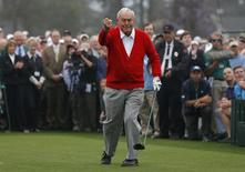 Arnold Palmer of the U.S. reacts after hitting his tee shot during the ceremonial start for the 2013 Masters golf tournament at the Augusta National Golf Club in Augusta, Georgia, April 11, 2013. REUTERS/Phil Noble