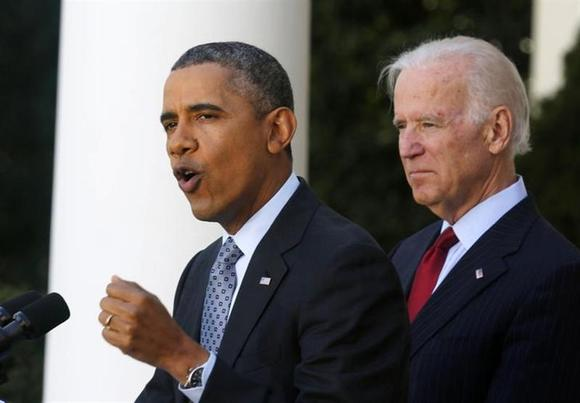 U.S. President Barack Obama stands next to Vice President Joseph Biden while speaking about the enrolment numbers of the Affordable Care Act at the White House in Washington April 1, 2014. REUTERS/Larry Downing