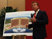 U.S. casino magnate Steve Wynn, head of Wynn Resorts Ltd and Wynn Macau Ltd, introduces the company's latest casino resort during a news conference in Macau June 5, 2012. REUTERS/Bobby Yip
