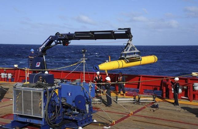 The Bluefin 21, the Artemis autonomous underwater vehicle (AUV), is hoisted back on board the Australian Defence Vessel Ocean Shield after a successful buoyancy test in the southern Indian Ocean as part of the continuing search for the missing Malaysian Airlines flight MH370 in this picture released by the U.S. Navy April 4, 2014. REUTERS/U.S. Navy photo by Mass Communication Specialist 1st Class Peter D. Blair/Handout via Reuters