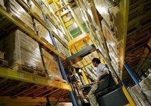 Les commandes à l'industrie ont augmenté nettement plus que prévu en février en Allemagne, grâce notamment à une bonne tenue de la demande intérieure, selon des données du ministère de l'Economie qui soulignent la bonne santé du secteur industriel du pays. /Photo d'archives/REUTERS/Régis Duvignau